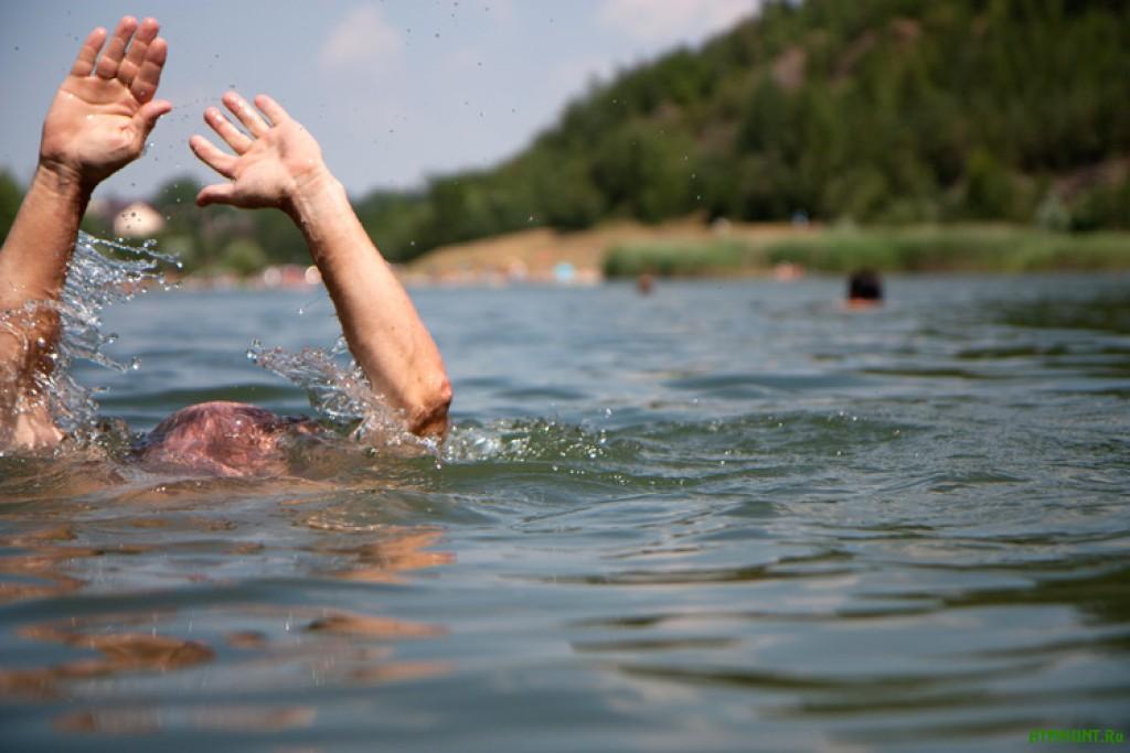 Două persoane s-au înecat în bazinele acvatice din țară